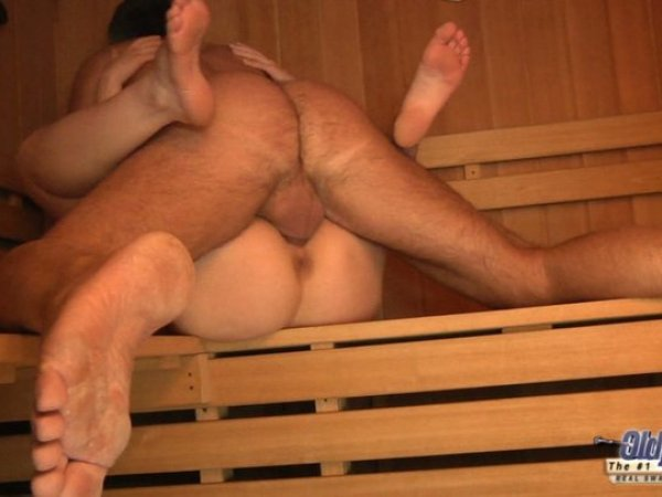 принципе меня банщица сосет и дрочит мужикам в бане нас можете просмотреть