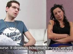 Dude wanks beside gf in casting with female agent